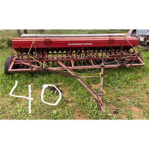 12' I.H.C. End Wheel Drill on Rubber w/Grass Attach, Kirshman F. Attach, Manual Lift