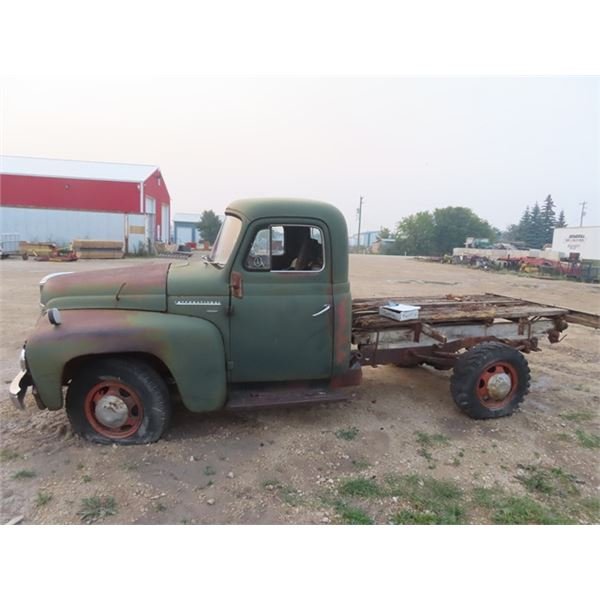 Int L-120 Series ??Late 50's Early 60's - Cab & Chassis, 6 Cycl 3 Spd on Tree - NO TOD