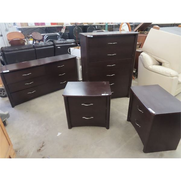 4 Pc Bedroom Set,2 Dressers & 2 Nite Stands There are some scuffs on them