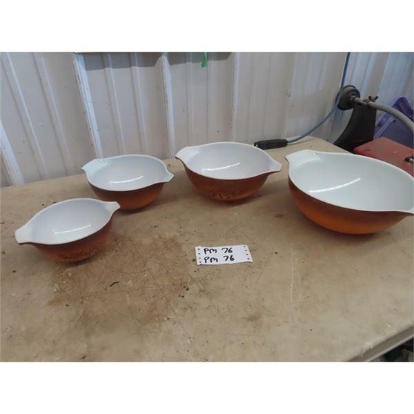Pyrex Set - 4 Mixing Bowls