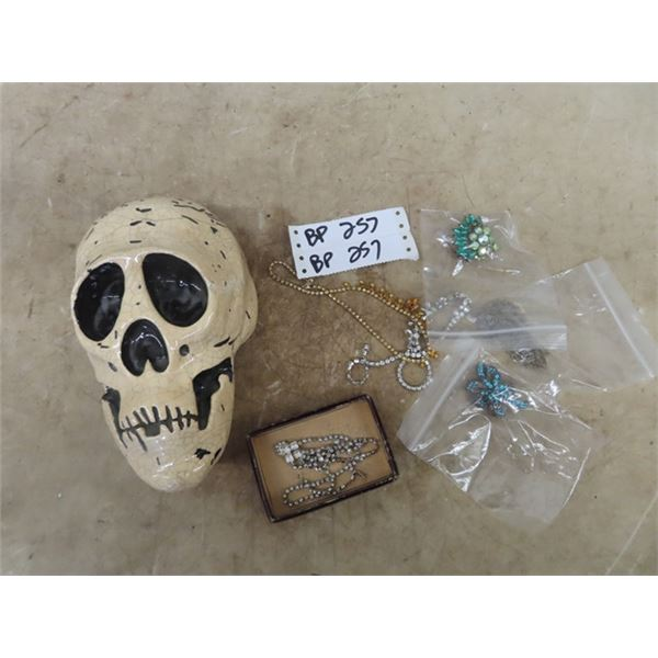 Skull Ornament, Necklaces, Broches