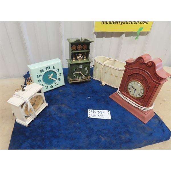4 Retro Clocks & Lamp