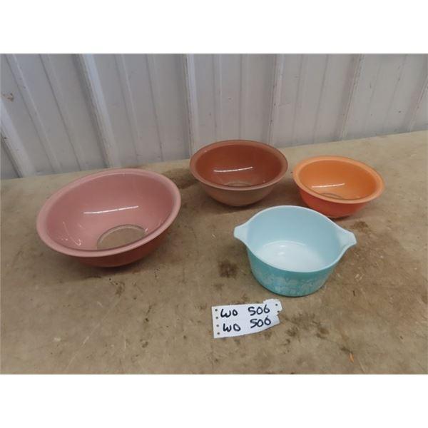 Mixing Bowls - 1 Pyrex Amish Pattern