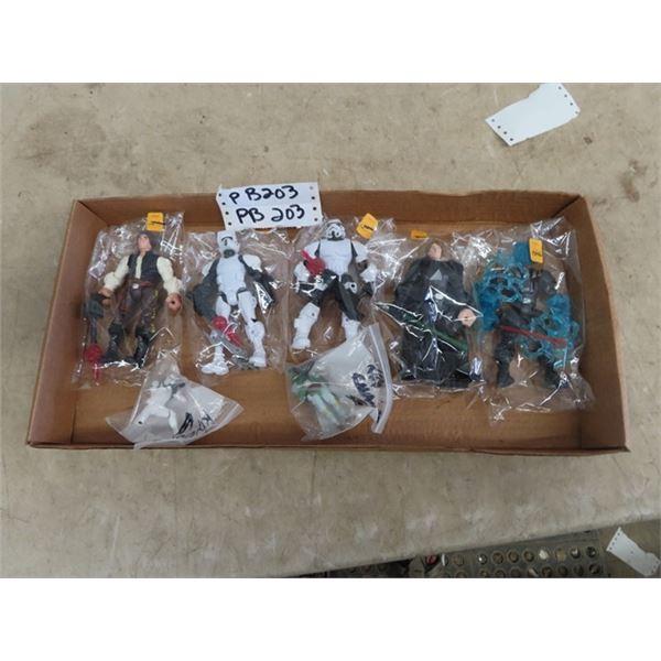 5) Star Wats Figurines, & 2 Keychains