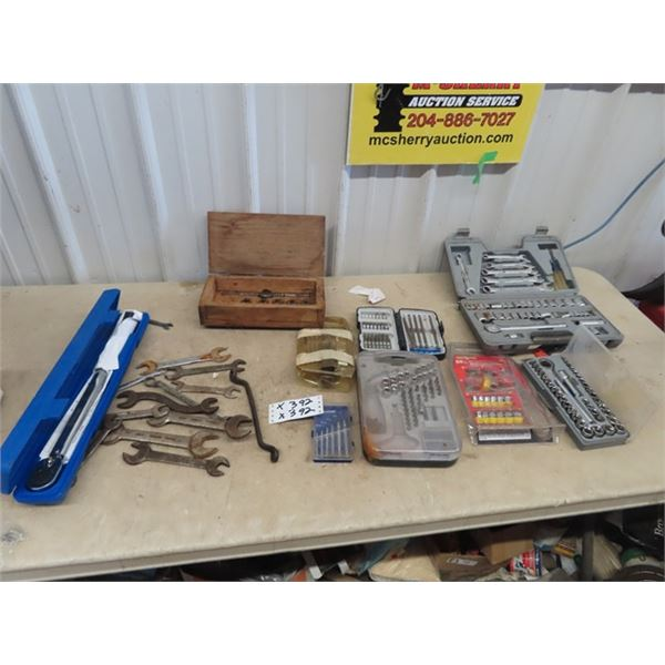 """1/2""""  150LB Torque Wrench, Wrenches, Sockets, Plus More"""