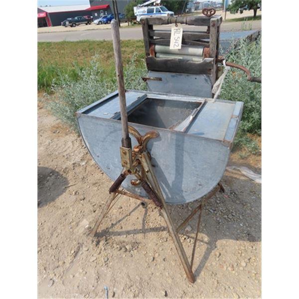 Swing Tub Style Washing Machine w Wringer