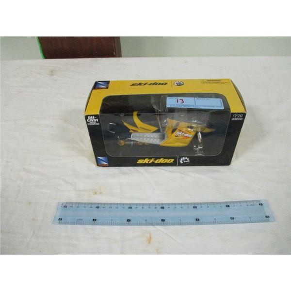 1:12 scale Skidoo model 600