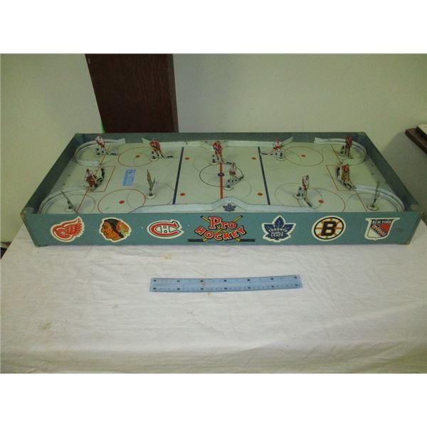 Original 6 tin hockey comes with players