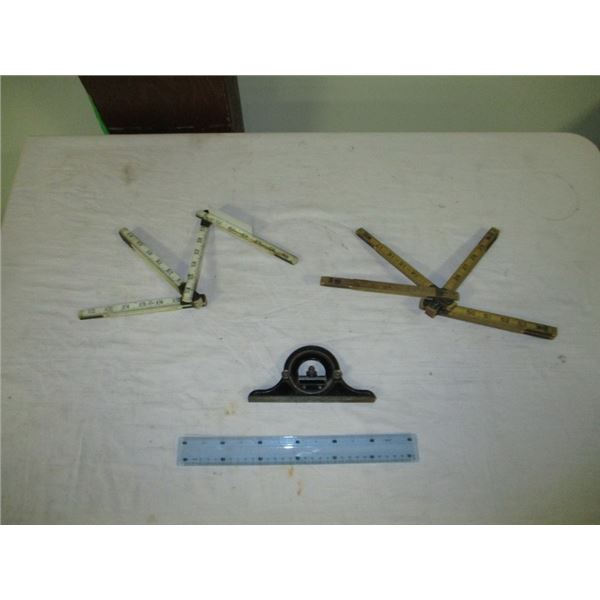 2 wooden folding rulers & level