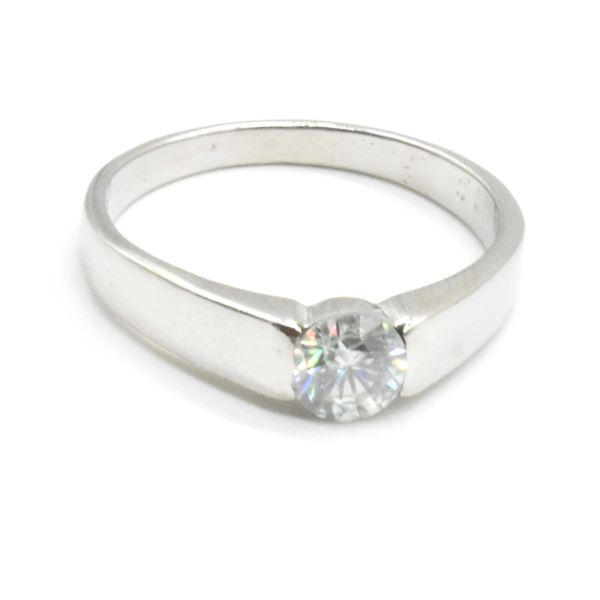 SILVER MOISSANITE (ROUND 5 MM)(0.65CT) RING SIZE 7