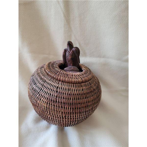 Indigenous basket lidded eagle