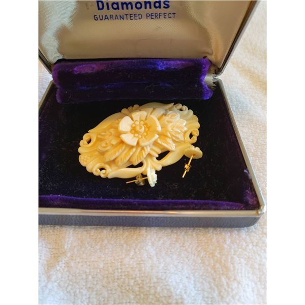 vintage carved brooch and earring set boxed