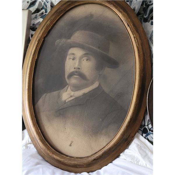 vintage oval frame with picture
