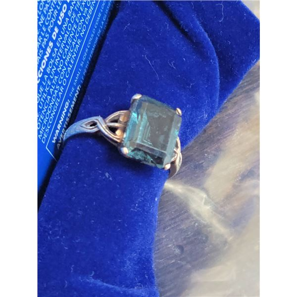 Emerald ring 10K gold