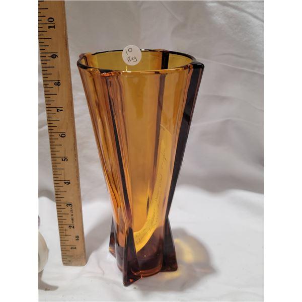 Hocking vase