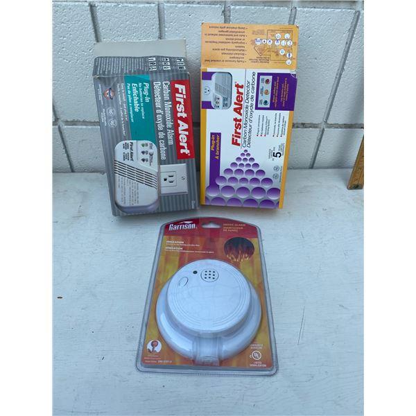 Carbon monoxide detector and smoke alarm