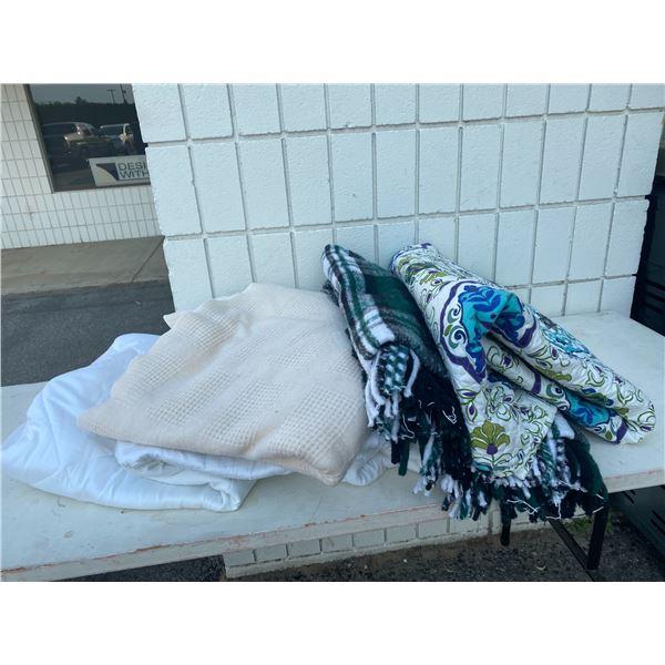 Lot bedding blankets