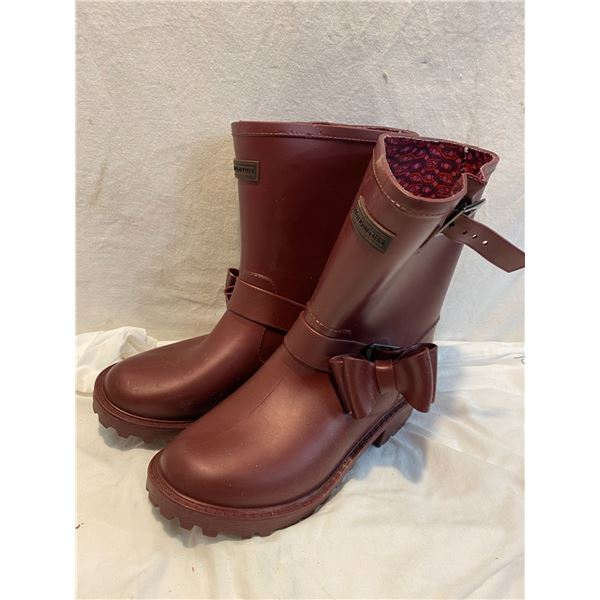 Juicy Couture size 6 boots