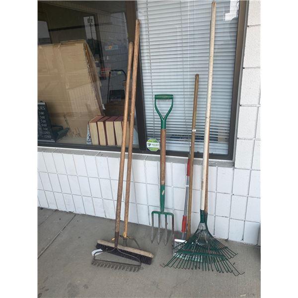 Lot rakes, pitchfork etc