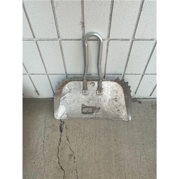 Aluminum dust pan