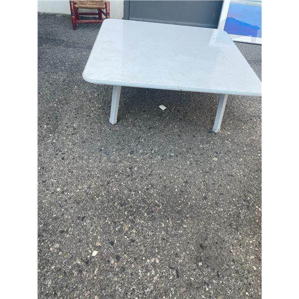 Short table folding legs