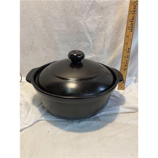 Pottery lidded pot