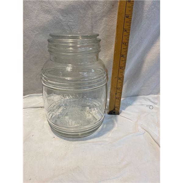 Cracker Barrel style 1 1/2 quart lidded container