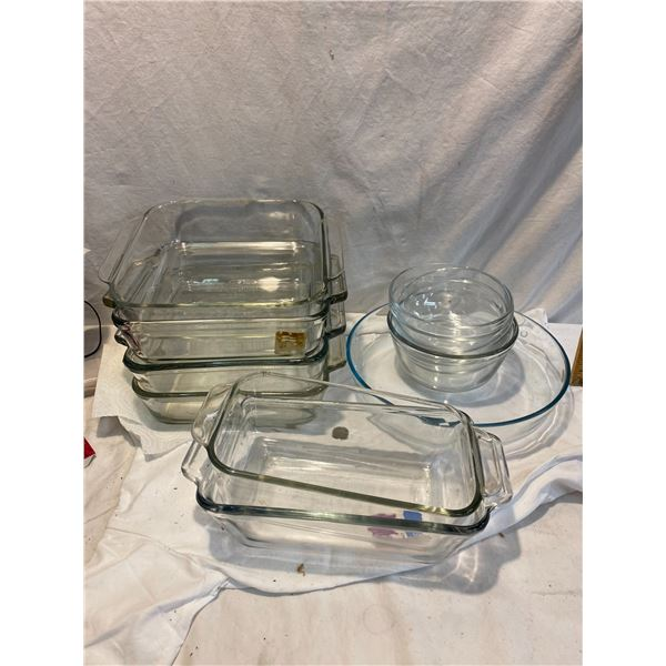 Lot of glass baking pans