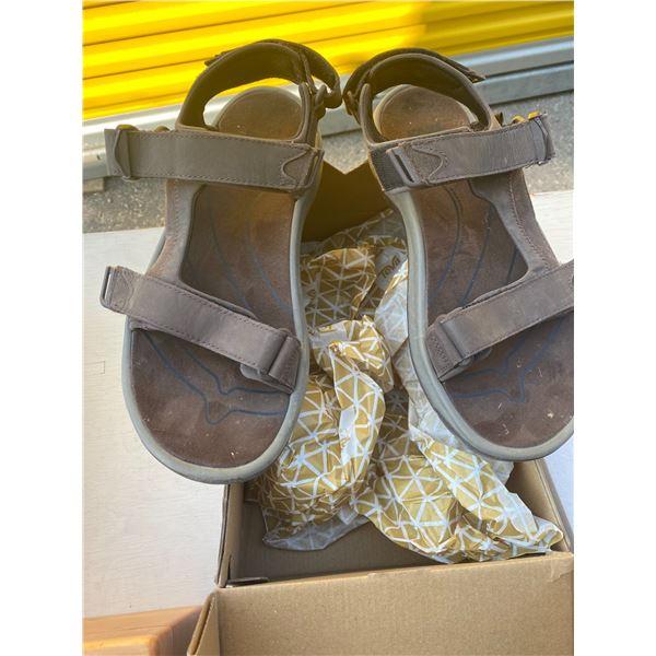 Teva shoes size 10