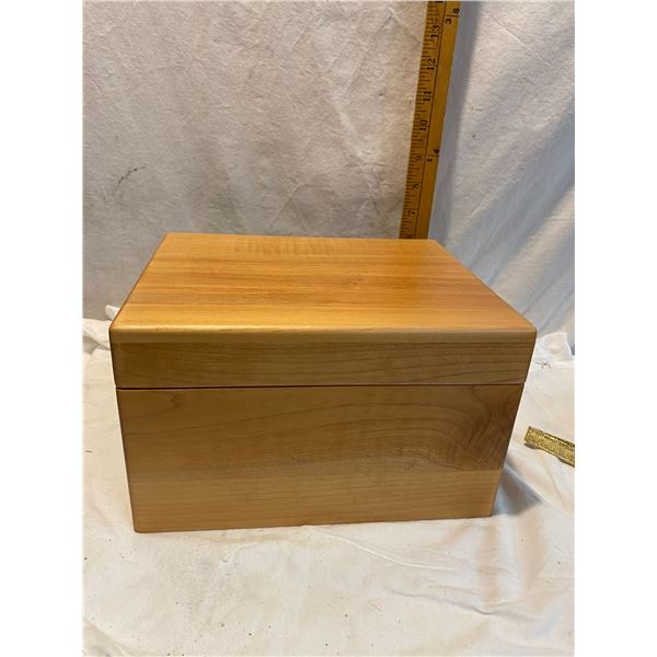 Wood trinket box