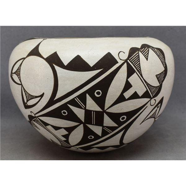 ACOMA INDIAN POTTERY JAR (MARY ANN HAMPTON)