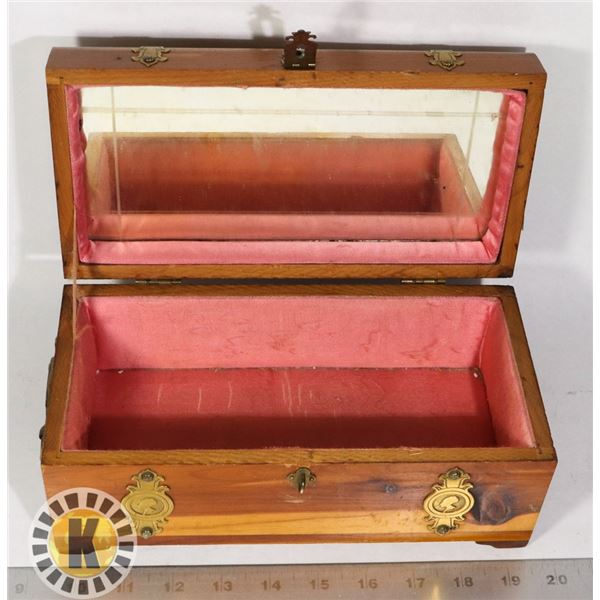 VINTAGE WOOD JEWELRY BOX WITH BRASS ASCENTS