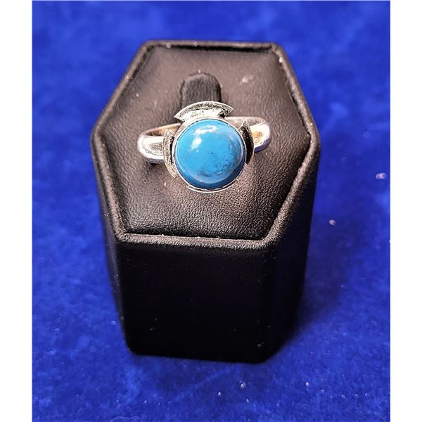 8)  ROUND TURQUOISE RING, SET IN 925 STAMPED
