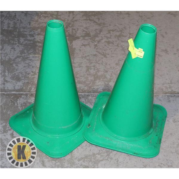 2 GREEN CONES