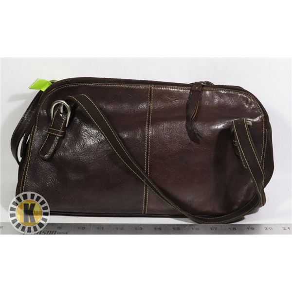 BROWN LEATHER PURSE WITH ADJUSTABLE