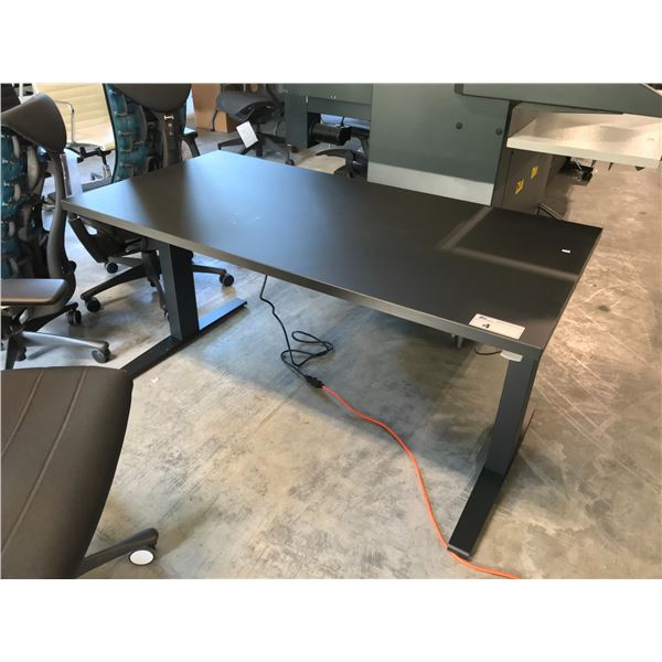 BLACK HERMAN MILLER 5 X 2.5 SIT/STAND PROGRAMMERS TABLE. HEIGHT ADJUSTABLE 70CM TO 117CM