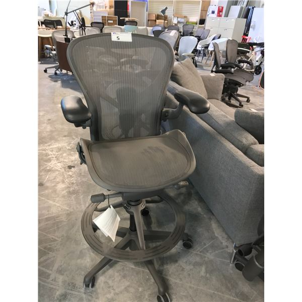 GRAPHITE HERMAN MILLER AERON FULLY ADJUSTABLE PROGRAMMERS CHAIR, LEATHER ARM CAPS (S1) (SIZE B)