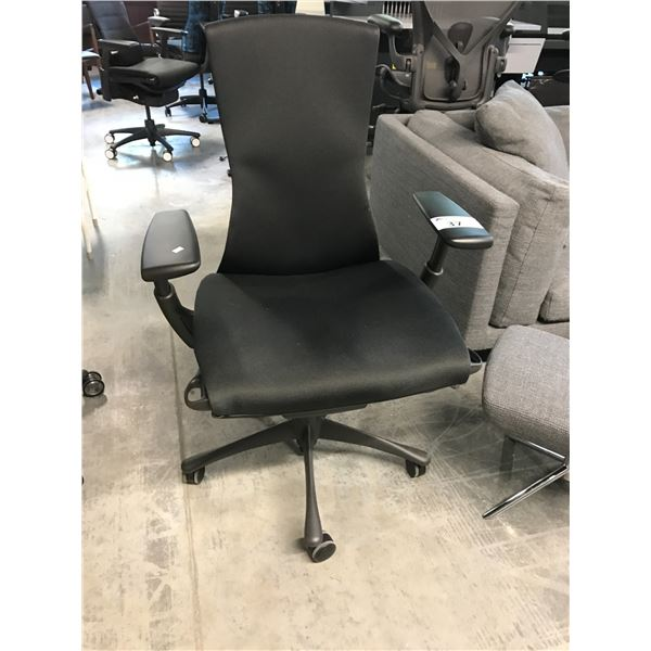 BLACK/GRAPHITE HERMAN MILLER AERON FULLY ADJUSTABLE TASK CHAIR WITH LEATHER ARM CAPS (SIZE B)