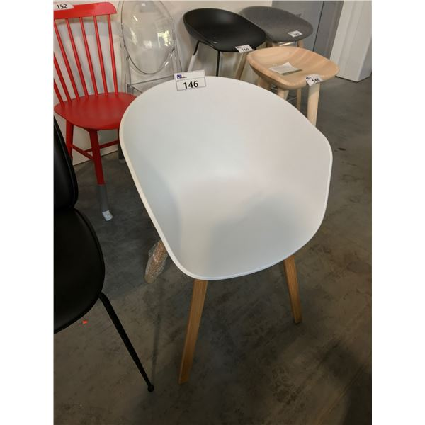 WHITE HAY AAL22 ACCENT CHAIR SUGGESTED RETAIL PRICE $295.00 US