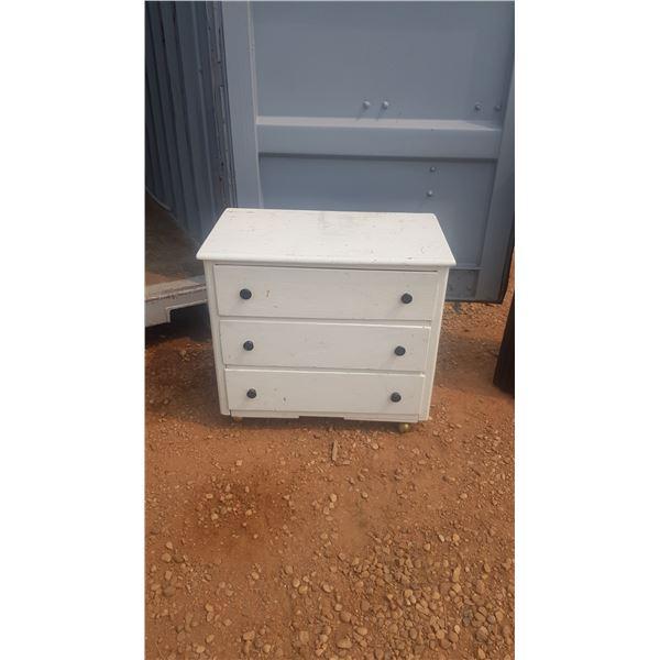 Small 3 drawer Dresser