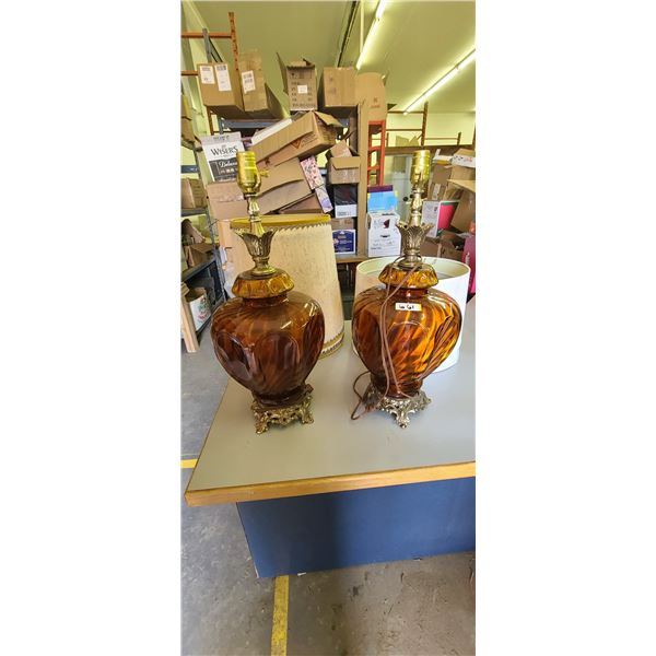 BROWN GLASS LAMPS QTY 2, COMES WITH 4 LAMP SHADES