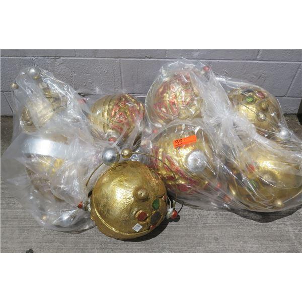 Multiple Space Ball w/ Planet Décor (Retail $59)