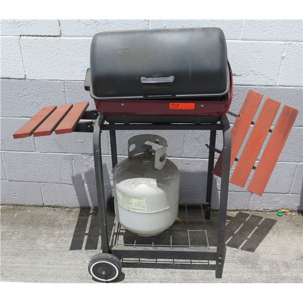 MECO Covered Gas BBQ Grill w/ Cart, Wood Side Shelves & Propane Tank