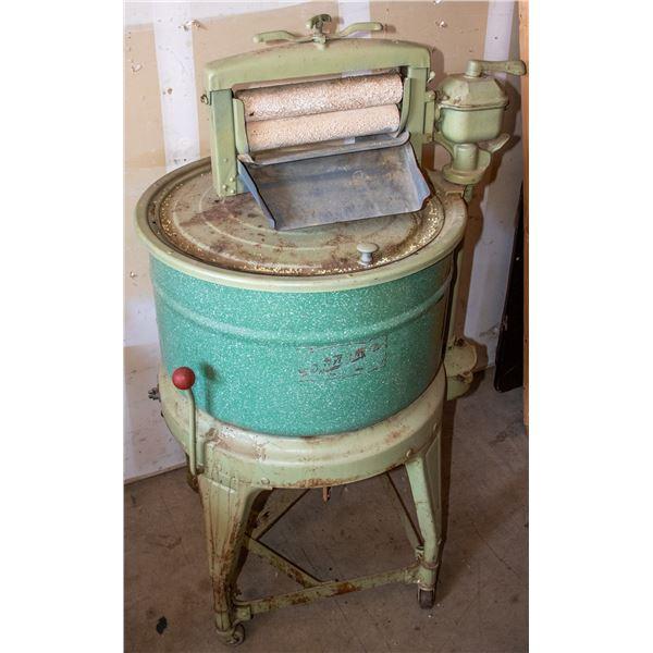 Antique Washing Machine - no motor  [138781]