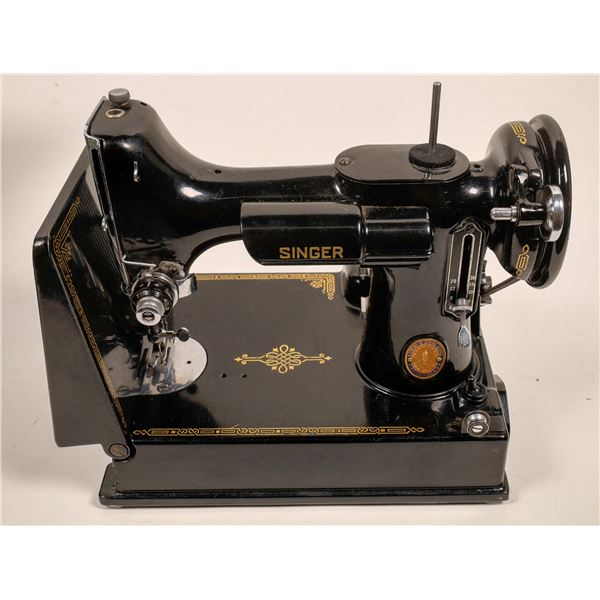 Singer Sewing Machine in Box plus Hand-carry 6 Compartment Sewing Kit  [136510]