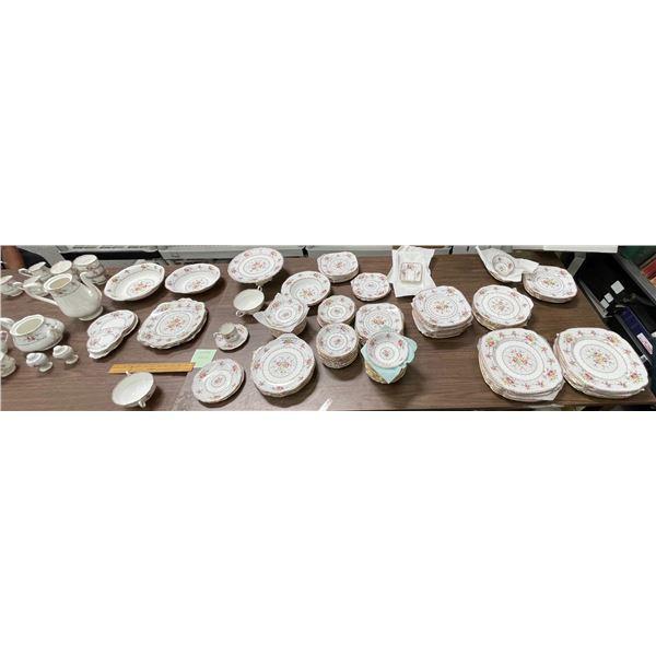 Royal Albert Bone Petit Point China Set  (174 Pieces)  [133831]
