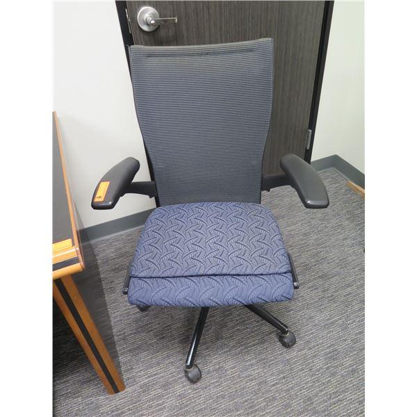 Haworth Rolling Adjustable Office Arm Chair w/ Mesh Back 030203