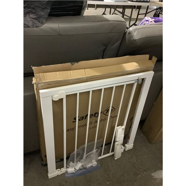 Safety 1st Easy Install Auto-Close Gate (29in-38in W x 28in H)