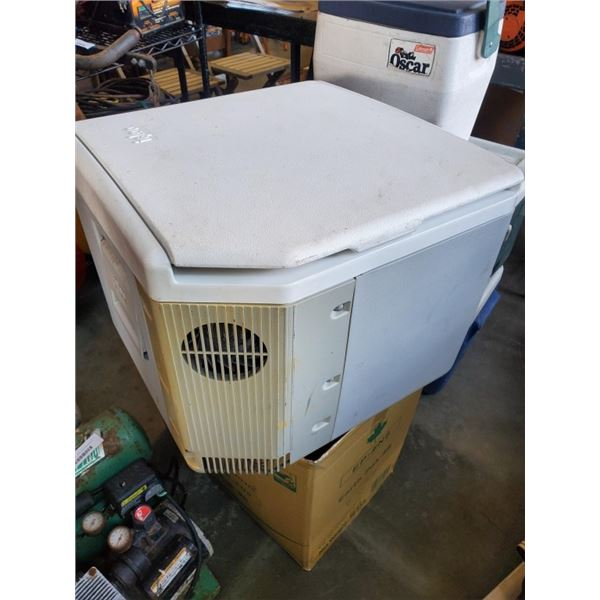 LARGE IGLOO COOLER WITH CORD