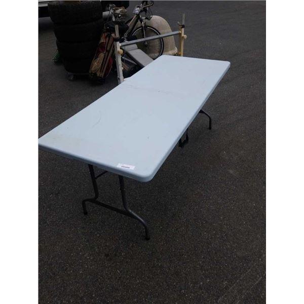 6FT FOLDING MARKET TABLE